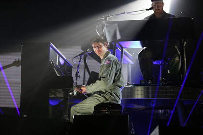 Der Mann am Klavier - Fotos: James Blunt live in der Festhalle Frankfurt