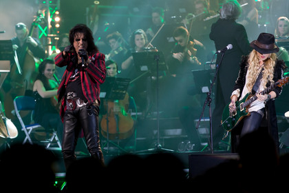 Showrock meets classic - Fotos: Alice Cooper bei Rock Meets Classic in der Mannheimer SAP Arena