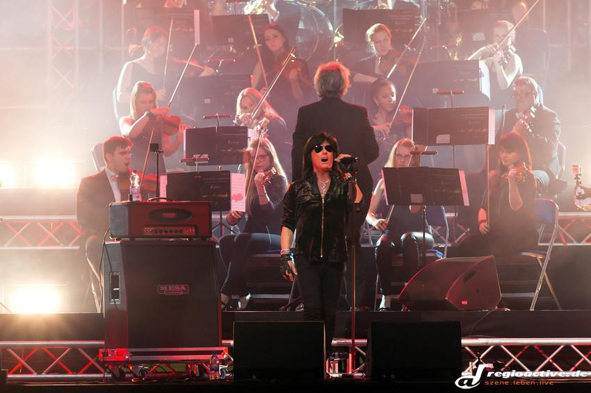 Joe Lynn Turner (live bei Rock Meets Classic in Mannheim, 2014)