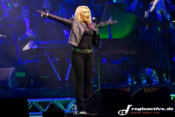 80s-Kim Pop meets Classic - Fotos: Kim Wilde bei Rock Meets Classic in der Mannheimer SAP Arena